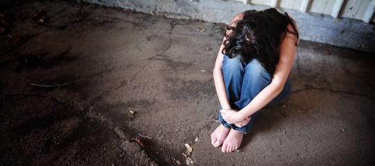 Roma: donna violentata sotto un cavalcavia, ricercati 4 uomini