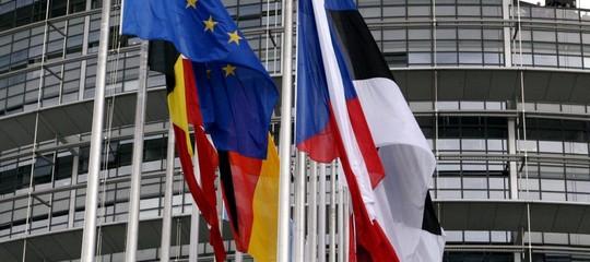 """Governo: dalla Commissione Ue richiamo a condurre politica di bilancio """"ragionevole"""""""