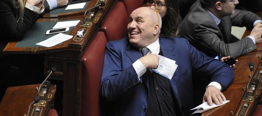 Che cos'èl'Aiade perché GuidoCrosettosi è dimesso da parlamentare