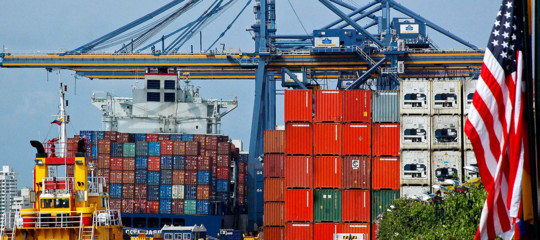 Commercio estero:Istat, ad aprile export -0,9%, import +2,4%