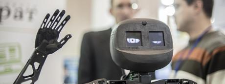 Storia di Osmu, l'operaio disabile licenziato da un robot