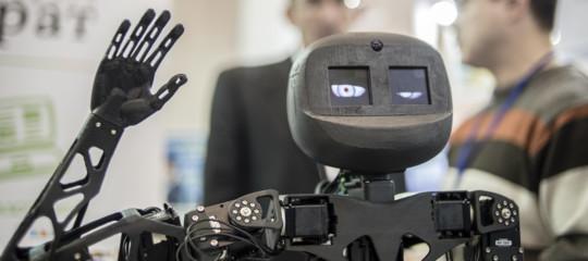 Storia diOsmu, l'operaio disabile licenziato da un robot