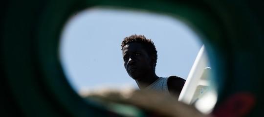 Migranti: 60 su yacht a vela nel Salento, 2 scafistiarrestati
