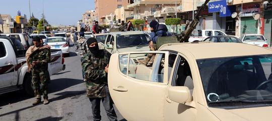 """Libia: ribelli a Tripoli, """"abbiamo circondato le sedi del governo"""""""