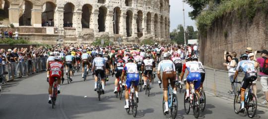 Troppe buche sulle strade di Roma, accorciata l'ultima tappa del Giro