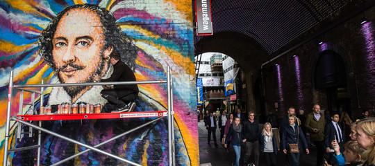 A Londra per gli artisti distradala mancia ècontactless