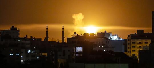 Israele bombarda 15 postazioni di Hamas a Gaza