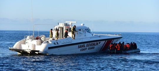 Migranti: affonda barcone davanti alle coste della Turchia, 9 morti tra cui 6 bambini