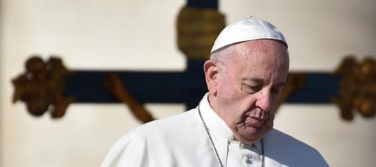 """Papa: monito ai giornalisti non cadano nella """"contrapposizione interessata"""""""