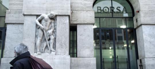 Borsa: chiude in netto calo su spread e Bce, -1,89%, giùbanche