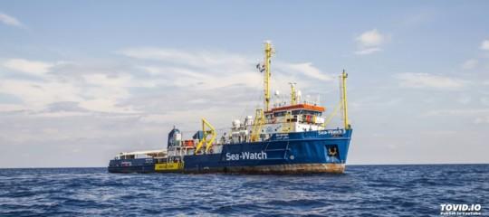 Migranti, arrivataa Reggio Calabria la nave Sea Watchcon 232 persone a bordo