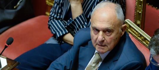 Il ministro Savona ha già cambiato tono sull'Europa a causa dello spread?