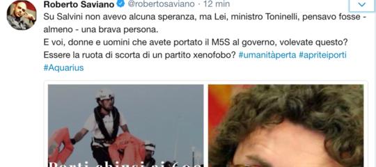 """Savianoreplica aToninellisui migranti: """"Pensavo fossi una brava persona"""""""