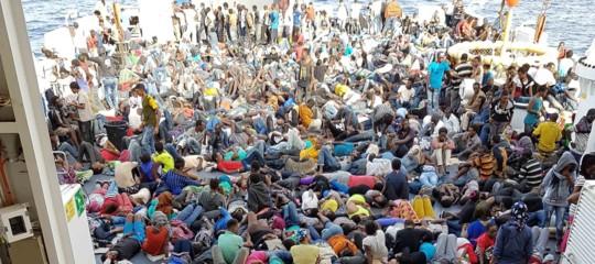Migranti: oltre 900 arrivati a Catania, a bordo anche 2 cadaveri