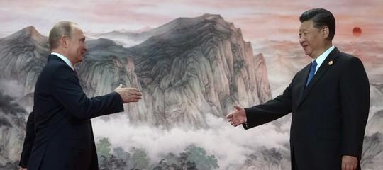 Cosa c'entrano i gamberi con la buona riuscita (diplomatica) dei mondiali