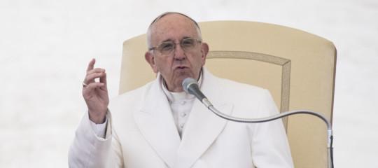 Migranti: Papa, non sono numeri, rispettarnei diritti