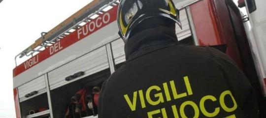 A fuoco palazzo a Roma, donna ustionata grave