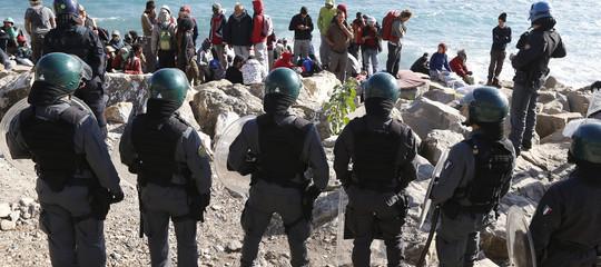 """""""I minori migranti a Ventimiglia subisconobrutalitàda parte della polizia francese"""""""