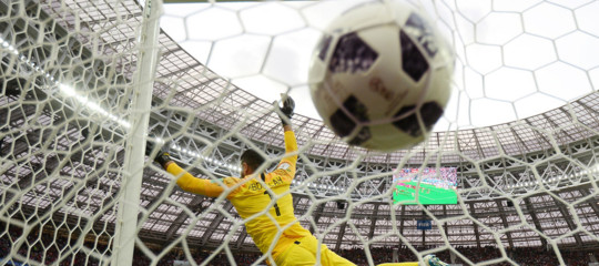 Mondiali: nel video dell'Isisstadi che brucianoe minaccea giocatori e fan