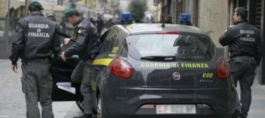 Mafia: sequestrati 45 mlnal 're' degli imballaggi nel Ragusano