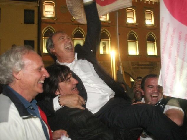 """Ballottaggi: Pd, """"risultato brucia"""" Esultano Fi-Lega, 'Renzi traballa'"""
