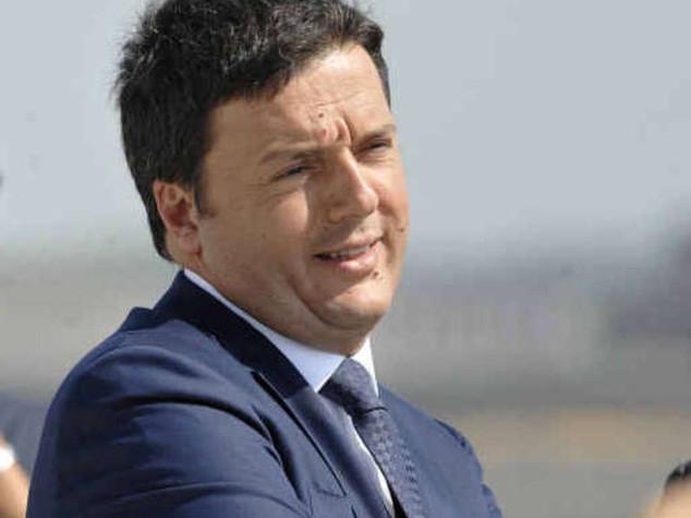 I ministri nelle scuole, Renzi contestato dai precari