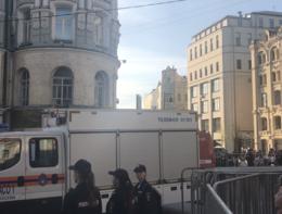 Ecco il tassista folle che falcia i pedoni in pieno centro a Mosca (7 feriti)