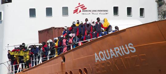 Migranti: Terra! Alle 6,45è finita a Valencia l'odissea dei primi 274 della naveAquarius