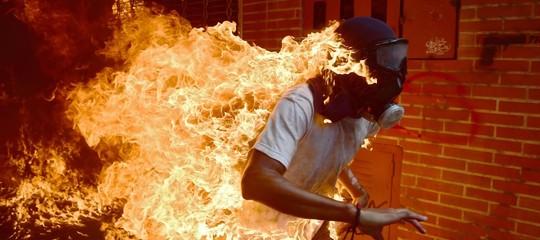 """""""Potevo esserci io al posto di Josè Victor, il ragazzo in fiamme diCaracas"""""""