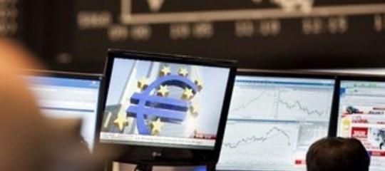 Borse europee: aprono deboli per tensioni commerciali, Spread sotto 220