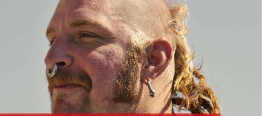 Che fine ha fatto il volontario Ong con l'orecchino del tweet di Salvini?