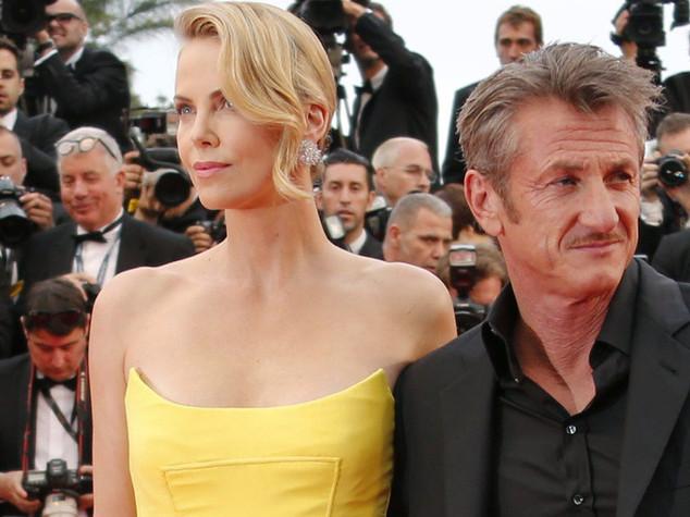 E' rottura tra Sean Penn e Charlize Theron, storia d'amore al capolinea - FOTO