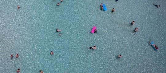 La strana moda estiva di farsi i selfiecon un drone