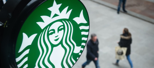 Starbucksmacchiato. Chiude 150 locali e affonda in borsa