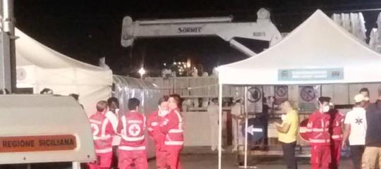 Giunta a Pozzallo la nave Diciotti con 519 migranti a bordo