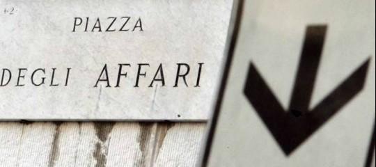 La Borsa di Milano apre in netto rialzo, giù lo spread