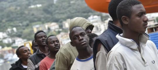 Cosa sono i movimenti secondari dei migranti e perché all'Italia non piacciono