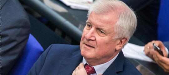 "Germania:Seehoferavverte Merkel, ""Se mi cacci cade il governo"""