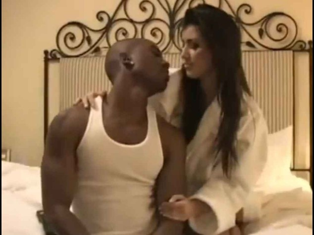 Finiscono in rete le foto porno private rubate a Kim Kardashian
