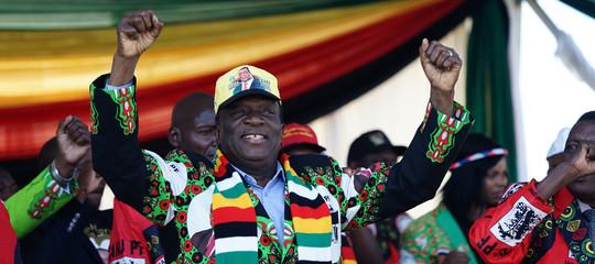 Zimbabwe: esplosione al comizio del presidente Mnangagwa, lui illeso