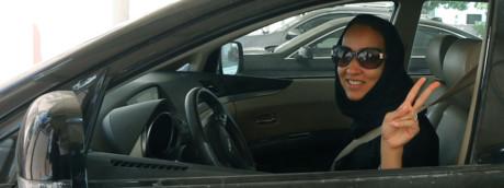 Donne alla guida in Arabia Saudita