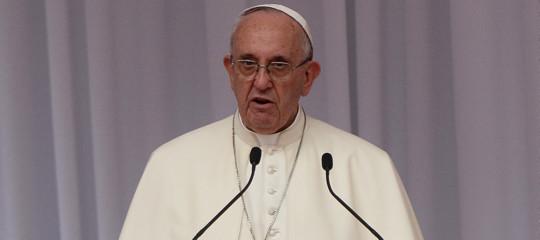 Papa: le manipolazioni genetiche non risolvono il mistero della vita