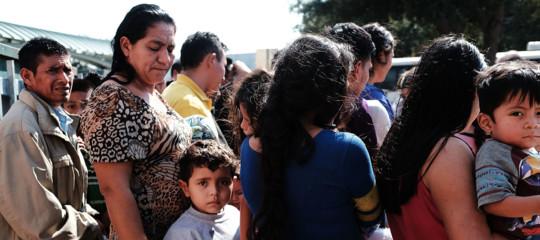 Gli Usa non separeranno più le famiglie clandestine dai bambini. Il problema ora sono i ricongiungimenti