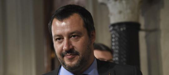 Migranti: Salvini in partenza per la Libia,selfiesull' aereo militare