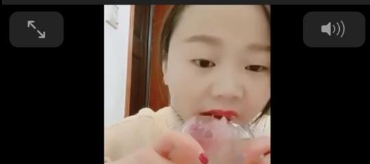 Perché Pechino ha censurato i video di donne che masticano ghiaccio