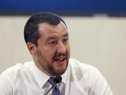 """Salvini: """"Ong complici del traffico di esseri umani"""""""