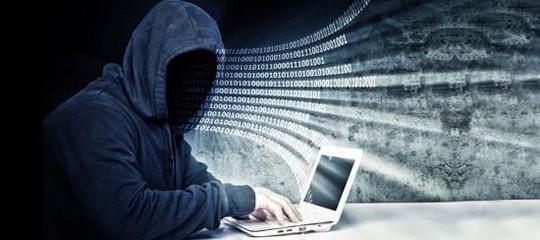 Il capo dei servizi vuole arruolare giovani per combattere icybercriminali