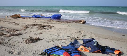 Naufragio migranti al largo della Libia: 3 bimbi annegati, 100 dispersi