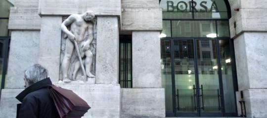 Borsa: chiude in rialzo con Europa, +0,90%, su Fca e banche