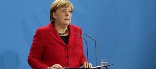 Migranti: Merkel, accordi con 14 Paesi per respingimenti veloci